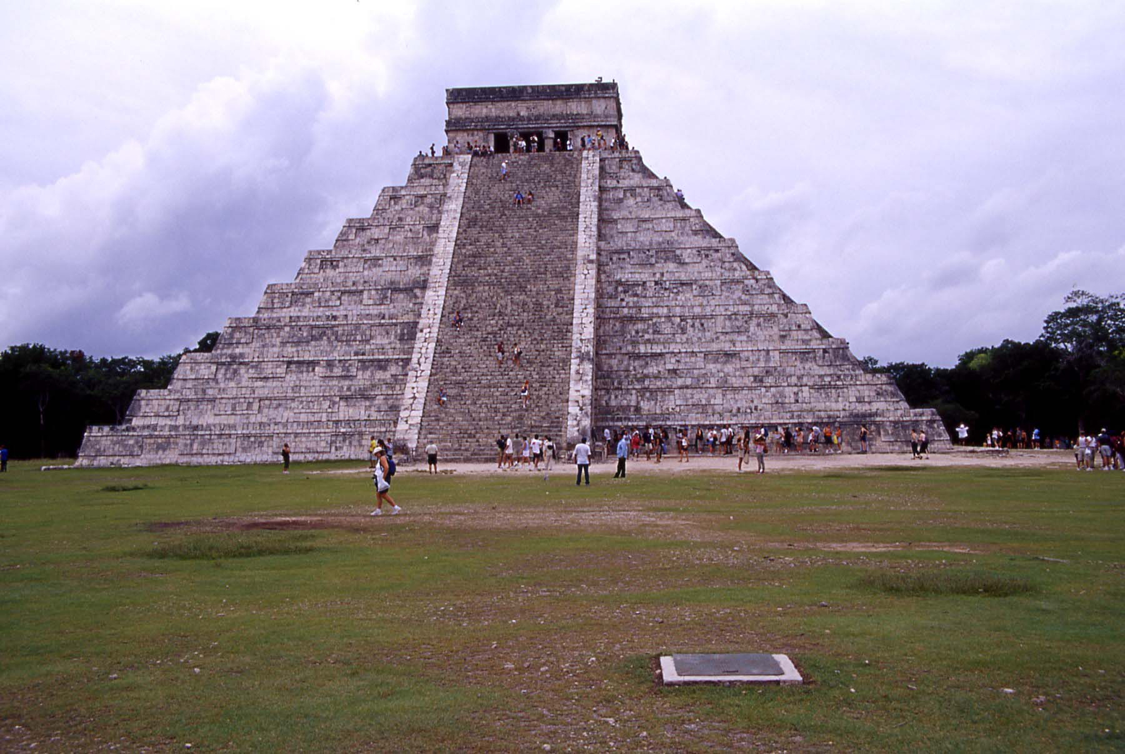 chichén03 piramide Kukulkan copia