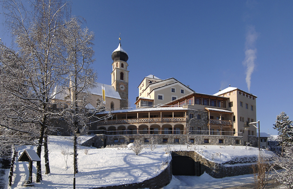 Hotel-Turm-in-winter03