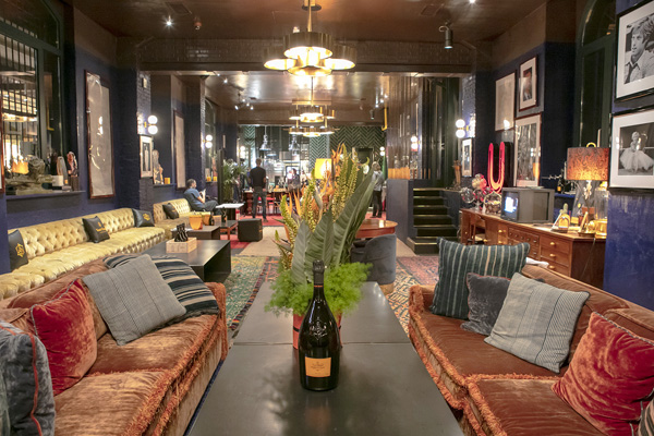 Lo spazio lounge di The Yard hotel